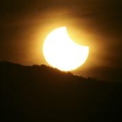Un' alba con eclisse